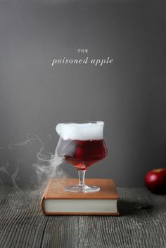 Poisoned Apple Halloween cocktail / Add dry ice for the effect