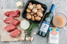Un facile, ottima ricetta per il filet mignon.  La salsa al vino di funghi è appetitosi e vi darà un sacco di richieste di ricetta.  Perfetto per ogni occasione.