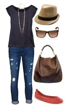 Love this travel outfit! Be comfy and stylish in our leather Via Ballet Flats. Plus, they come with their own bag!