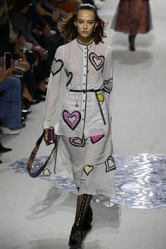 Η μεταπολεμική εποχή με νέα ματιά στο εκπληκτικό σόου του Christian Dior | BOVARY