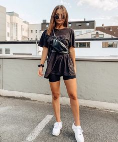 Bike Shorts Outfit Tips Fashion Bike biker shorts outfit Shorts TIPS Cute Casual Outfits, Edgy Outfits, Mode Outfits, Short Outfits, Casual Chic, Summer Shorts Outfits, Spring Outfits, Edgy Summer Outfits, Outfit Ideas Summer