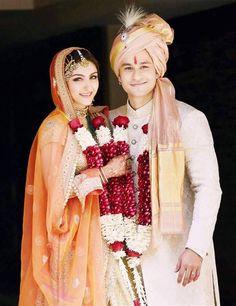 Soha Ali Khan weds Kunal Kemmu, in a Sabyasachi lengha. All Calcutta designers for her wedding!