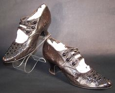 Edwardian Period 1930s   cobalt silk dancing shoes were designed in the 1930 s