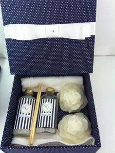 Kit Perfumado para Madrinhas - Casamento em Azul Marinho com Branco