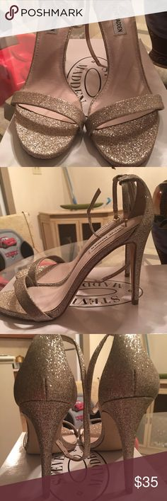 Shop Women's Steve Madden Gold size 9 Heels at a discounted price at Poshmark. Only worn once! Very sexy heels! Make your offer now! Steve Madden Heels, Madden Shoes, Sexy Heels, Shoes Heels, Gold Glitter Heels, Fashion Design, Fashion Tips, Fashion Trends, Character Shoes
