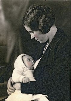 This roaring 20s mama. | 27 Historical Women Who DGAF About Breastfeeding In Public