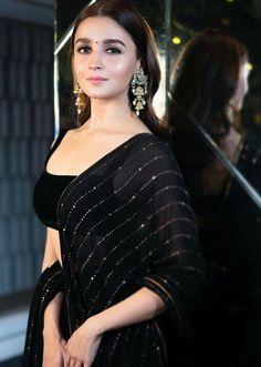 Many bollywood celebs like Kareena Kapoor, Kiara Advani, Alia Bhatt, Sonakshi Sinha, Katrina Kaif graced the Shah Rukh Khan Diwali Party View pics: Indian Celebrities, Bollywood Celebrities, Bollywood Fashion, Diwali Fashion, Bollywood Makeup, Indian Fashion Dresses, Indian Designer Outfits, Pakistani Dresses, Designer Dresses