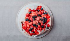 Pavlovova torta (recept Sladkej babky) Fruit Salad, Acai Bowl, Oatmeal, Breakfast, Sweet, Food, Acai Berry Bowl, The Oatmeal, Morning Coffee