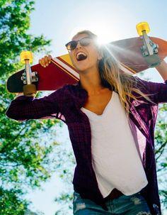 Avis aux accros du fitness !  http://www.elle.fr/Minceur/News/Sport-et-forme/Faire-des-squats-avec-une-planche-de-skate-la-technique-qui-buzze-2914030
