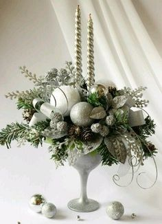 Wedding Winter Christmas Candles 52 Ideas For 2019 Christmas Flower Arrangements, Christmas Flowers, Christmas Candles, Gold Christmas, Xmas Decorations, Christmas Table Decorations, Winter Christmas, Christmas Wreaths, Christmas Time