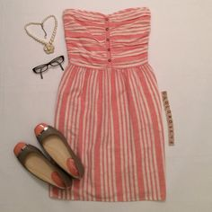"""GAP pink/ivory striped strapless dress GAP pink/ivory striped strapless dress, size 4, 29"""" overall length, no inner lining, 55% flax/45% cotton, machine wash cold. Elastic waistband, no zippers or wire support. Has side pockets! Worn once so it's in almost new condition. No damage/fraying/stains. Has been cleaned and stored in a non-smoking home. Necklace, glasses, shoes not included. No trades or PP. *15% off bundles of 2+ items!* GAP Dresses Strapless"""