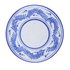 These elegant plates are entirely handcrafted by the skilled artisans of Nuove Forme both in the molding of the clay, the typically Mediterranean terra rossa, and in its embellishment. The painted decoration follows the classic Florentine style of white plates with blue motifs, here a laurel garland. This set includes 4 small dishes suitable for appetizers and desserts.