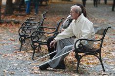 Tisíce ľudí pôjdu možno do dôchodku skôr. Týka sa to aj vás? Outdoor Furniture, Outdoor Decor, Baby Strollers, Bench, Park, Home Decor, Baby Prams, Room Decor, Prams