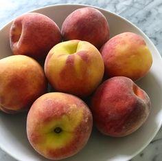 Lyani's Lunchbox: SpicyPeachCrumble with Vegan Whip cream... #peaches #summer #lyanislunchbox #breakfast #nomnom #yummy #healthyfood #healthybreakfast #foodie