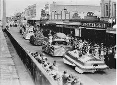 World War II procession in Kent Street, Maryborough, ca. 1940.