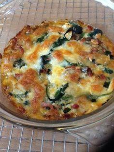 Spinaziequiche met courgette en zongedroogde tomaatjes, glutenvrij. Laat de spekjes weg als je vegetarisch bent.