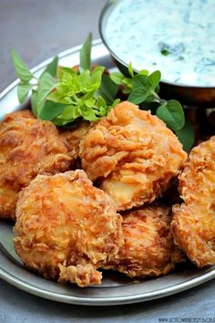 Kurczka (chicken) nuggets with dip cottage cheese herb * You can use zero fat greek yogurt as a direct replacement of fromage frais Keto Fruit, Kfc, Tandoori Chicken, Carne, Main Dishes, Food And Drink, Favorite Recipes, Meals, Dinner