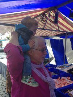 Met opa Jac bij de viskraam