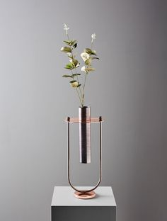 Ellettra is a vase. designed for the Petite Collection on brand Mingardo. Design by Federica Biasi - 2017 - Copper and Blue Iron