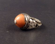 Old coral and silver ring, Yemen - ethnicadornment Silver Belts, Silver Jewelry, Silver Rings, Tribal Jewelry, Indian Jewelry, Coral Ring, Amber Ring, Silver Work, Filigree