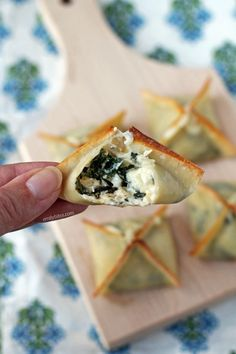 These easy Spinach Artichoke Wonton Bites are perfect for parties or a snack. Cheesy, crispy and just 44 calories or 1 Weight Watchers Freestyle SmartPoint! www.emilybites.com