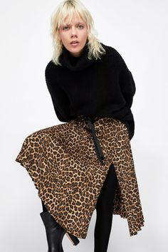 Image 2 of PLEATED ANIMAL PRINT SKIRT from Zara Leopard Print Skirt, Animal Print Skirt, Animal Print Fashion, Printed Skirt Outfit, Skirt Outfits, Loose Fitting Tops, Neck T Shirt, Organic Cotton, Bell Sleeve Top