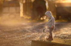 30 Beautiful Portraits Of Children And Animals That Capture The Magical Innocence Of Childhood. Animals For Kids, Cute Animals, Cat Club, Dog Photo Contest, Concours Photo, Monthly Photos, Photo Competition, Photographing Kids, Bored Panda