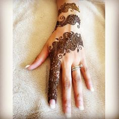 Explore Best Mehendi Designs and share with your friends. It's simple Mehendi Designs which can be easy to use. Find more Mehndi Designs , Simple Mehendi Designs, Pakistani Mehendi Designs, Arabic Mehendi Designs here. Mehndi Designs For Kids, Mehndi Designs 2018, Stylish Mehndi Designs, Mehndi Designs For Fingers, Mehndi Design Images, Beautiful Mehndi Design, Arabic Mehndi Designs, Beautiful Rangoli Designs, Henna Designs