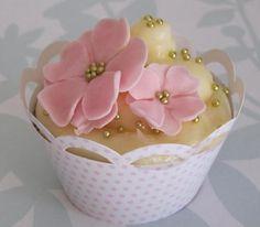 Wedding cup cakes ideas _fun warppers
