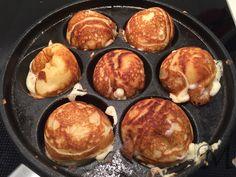 Prøv at lave dine æbleskiver selv med denne opskrift. Det kræver en æbleskivepande men giver en halt anden luftig og lækker æbleskive end de frosne æbleskiver.    Æbleskiver  Denne opskrift giver flotte lækre og luftige æbleskiver. Opskriften giver ca. 30 æbleskiver, men det afhænger af størrelsen.Smagen kan varieres med lidt citronskal, lidt kardemomme eller andre julekrydderier.   #julemad #opskrift