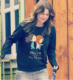 Ellen and her pullover :D Greys Anatomy Shirts, Greys Anatomy Characters, Greys Anatomy Memes, Grey Anatomy Quotes, Grays Anatomy, Ellen Pompeo, Youre My Person, Grey Fashion, Celebrity Style