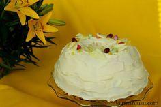 Kermaruusu: Sitruunainen pumpulikakku Desserts, Recipes, Food, Tailgate Desserts, Deserts, Rezepte, Essen, Dessert, Recipe