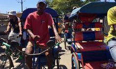 """عمال ميناء مدغشقر يكشفون معاناتهم من الإهمال والفقر: بدأ """"فرانسوا بيا""""، وهو سائق عربة باليد """"حمّال""""، يبلغ من العمر 50 عامًا، العمل في…"""