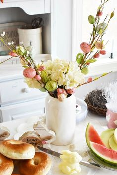 Elegant Easter Brunch Tablescape, and Serving Ideas- Looking for some inexpensive Easter Brunch Tablescape and serving ideas? Get inspired with this simple spread that your guests are sure to love!  via @savvysavingcoup