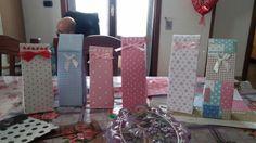 Sacchetti fatti a mano con carta decorata e fiocchetti