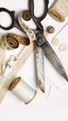 Learn how to mend clothing with sewing supplies and a few basic stitches. Step-by-step, we show how to patch a hole, mend a seam, or fix a hem. Sewing Tools, Sewing Notions, Sewing Projects, Techniques Couture, Sewing Studio, Sewing Class, Haberdashery, Dressmaking, Vintage Sewing