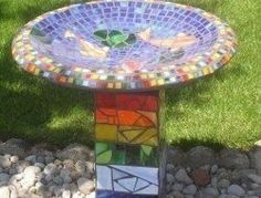 Wonderful Diy Mosaic Decorations Ideas For Garden36 Solar Rock Lights, Solar Step Lights, Solar Fairy Lights, Diy Garden Projects, Mosaic Projects, Solar Tiles, Mosaic Birdbath, Diy Bird Bath, Floating Lights