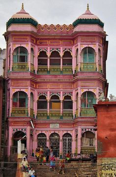 Banares, India    Automatic smile...I find as I get older, I appreciate pink more. Perhaps the Barbie association/trauma with the color is easing?