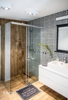 salle de bain en bois comme dans un sauna