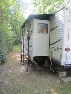Overhang for the slideout – extra protection from the elements! Overhang for the slideout – extra protection from the elements!,RV Life Overhang for the slideout – extra protection from the elements! Travel Trailer Camping, Travel Trailer Remodel, Travel Trailer Living, Travel Trailers, Diy Camper, Rv Campers, Camper Ideas, Camper Hacks, Shabby Chic Campers