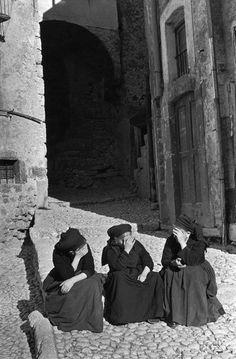 ITALY, Abruzzo, Scanno. 1951. Henri Cartier-Bresson