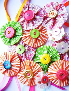 Lalaloopsy party: cupcake liners and buttons - use these to make dangling garlands Cupcake Liner Crafts, Paper Cupcake, Cupcake Liners, Cupcake Papiertjes, Cupcake Wrapper, Cupcake Cases, Kids Crafts, Diy And Crafts, Craft Projects