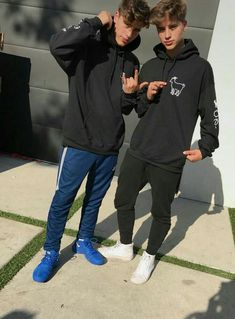 It's the twins wearing Erika's merch Martinez Twins Emilio, Emilio And Ivan Martinez, Twin Boys, Twin Brothers, Baby Boys, Martenez Twins, Cute Twins, Martinez Brothers, Surfer Guys