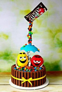 M&ms gravity defying cake Cakes To Make, How To Make Cake, Anti Gravity Cake, Gravity Defying Cake, Crazy Cakes, Fondant Cakes, Cupcake Cakes, Specialty Cakes, Novelty Cakes