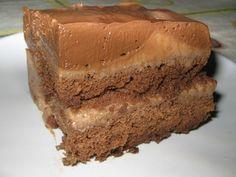Se você é diabética(o) ou não quer sair da linha, mas adora uma deliciosa sobremesa, faça o Pavê de Chocolate Diet. Além de levinho, ele é cremoso e muito