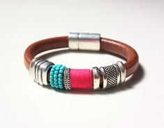 SASAIMA natural leather bracelet adorned with by ARARACUARA