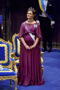 Swedish royals: Crown Princess Victoria, Madeleine and Sofia sparkle in tiaras at Nobel Prize gala Princess Victoria Of Sweden, Crown Princess Victoria, Royal Family Portrait, Family Portraits, Princesa Real, Pregnant Princess, Swedish Royalty, English Royalty, Style Royal