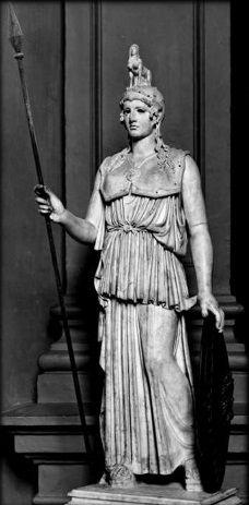 Atenea Pártenos (440 aC). Fidias (Grecia, 490-431 aC). Grecia Clásica. // Copia romana del original griego. Atenea Parthenos era el nombre de la imponente escultura crisoelefantina (de marfil y oro) de la diosa griega Atenea realizada por Fidias y erigida en el Partenón de Atenas. Un cierto número de otras esculturas se inspiraron en la original. La obra tuvo un gran impacto hasta el punto de que dio origen a una tradición de estatuas crisoelefantinas.