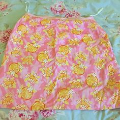 Vintage Lilly Pulitzer skirt Vintage Lilly skirt, worn a few times, great fit and pattern Lilly Pulitzer Skirts Mini