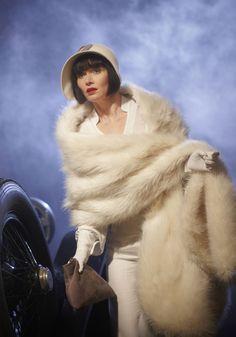 Essie Davis as Phryne Fisher | Miss Phryne Fisher (Essie Davis) in 'Death at Victoria Dock' (Series 1 ...